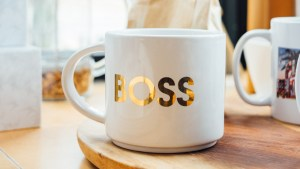 5 Reasons why LinkedIn for business is better than Facebook, because it's the most underutilized social media platforms. By Marie Deveaux, Finance Coach