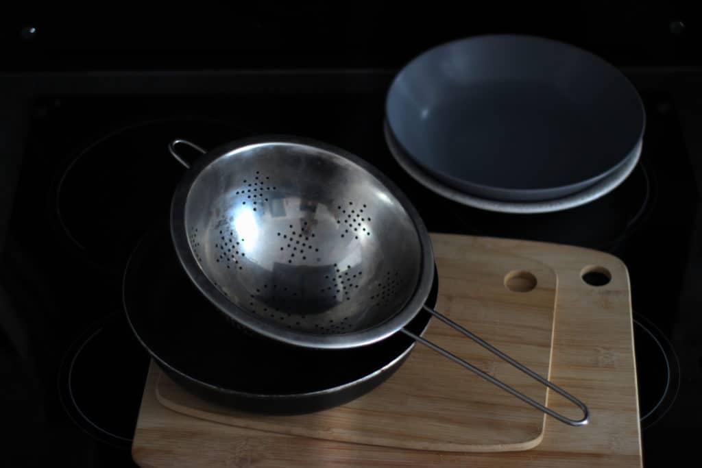 Equiper-sa-cuisine-en-seconde-main-vaisselle