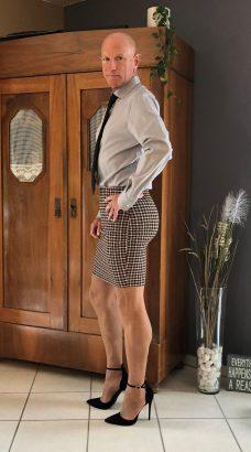 Homme Qui S'habille En Femme : homme, s'habille, femme, Homme, Prouve, Jupes, Talons, Réservés, Qu'aux, Femmes