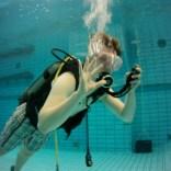 Duiken in een zwembad