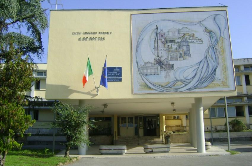 Caso Covid al Liceo De Bottis: quarantena per venti ragazzi e otto insegnanti
