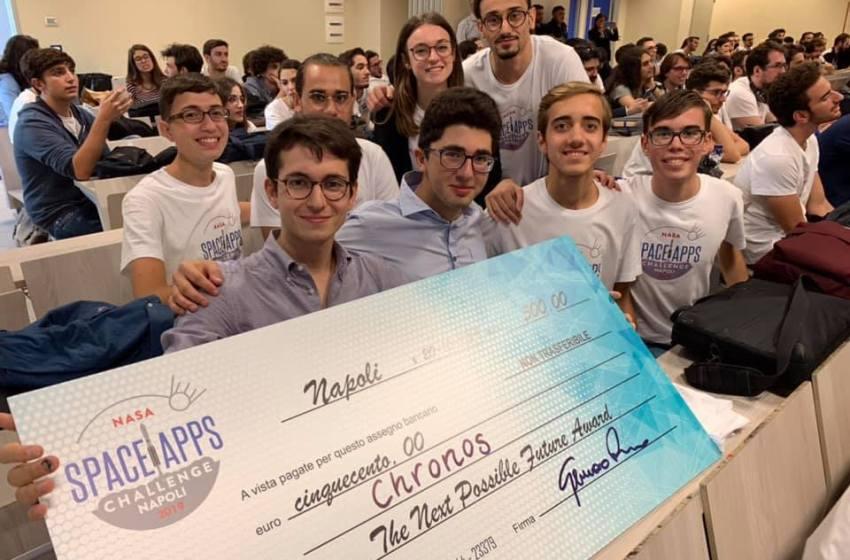 """Campioni a diciassette anni. Emanuele e Pasquale, studenti dello scientifico Nobel, vincono il """"Futuro prossimo possibile""""."""