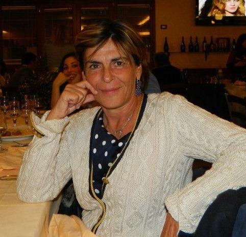 Omaggio alla memoria della prof Carla Caiazzo: il Liceo Nobel le intesta la biblioteca.