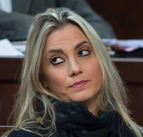 """Schiaffo del sindaco alla consigliera. Tolte le deleghe a Iolanda Mennella: """"Voglio lealtà"""""""