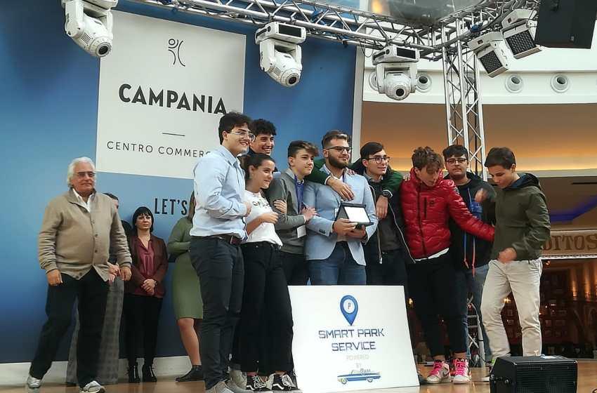 Primo premio agli studenti del Pantaleo che hanno inventato l'App per trovare parcheggio