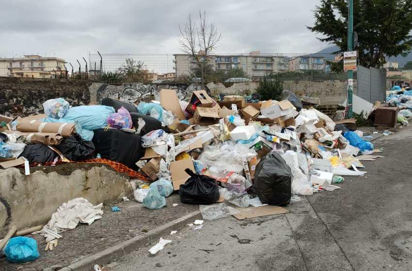 Interessi criminali dietro la discarica di via Circumvallazione: denuncia alla Procura