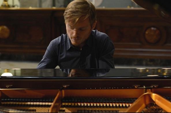Sfumature di Tarantelle: concerto del giovane pianista torrese Francesco Borriello