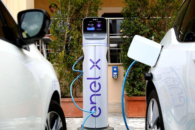 Colonnine elettriche per rifornimenti ecologici, nove postazioni da maggio
