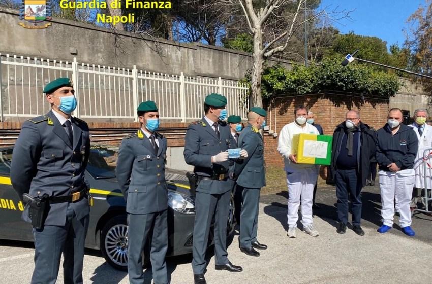 La Guardia di Finanza regala 600 mascherine all'ospedale Cotugno