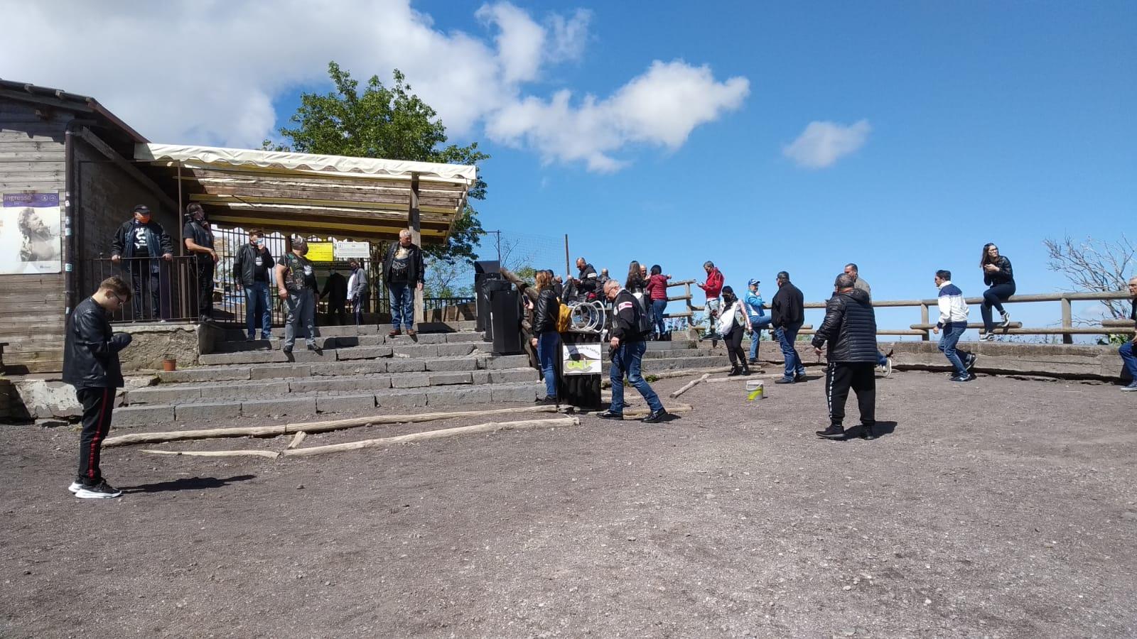 Vesuvio di nuovo meta di turisti ma le attività ricettive sono ancora chiuse