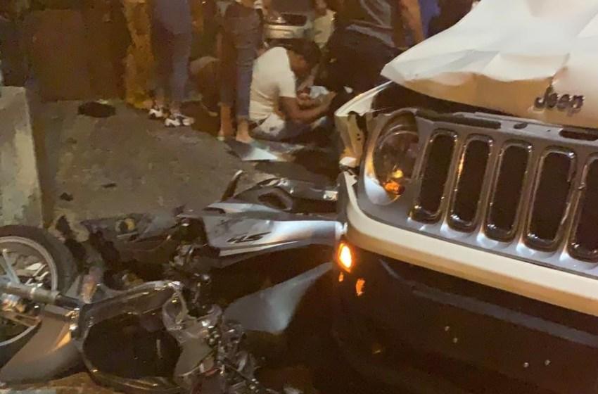Scontro violento tra una jeep e uno scooter: feriti due ragazzi