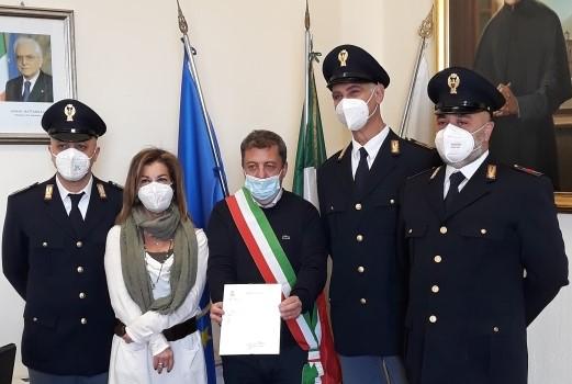 Encomio a tre poliziotti e artisti: Torre del Greco chiude l'anno nel segno della speranza