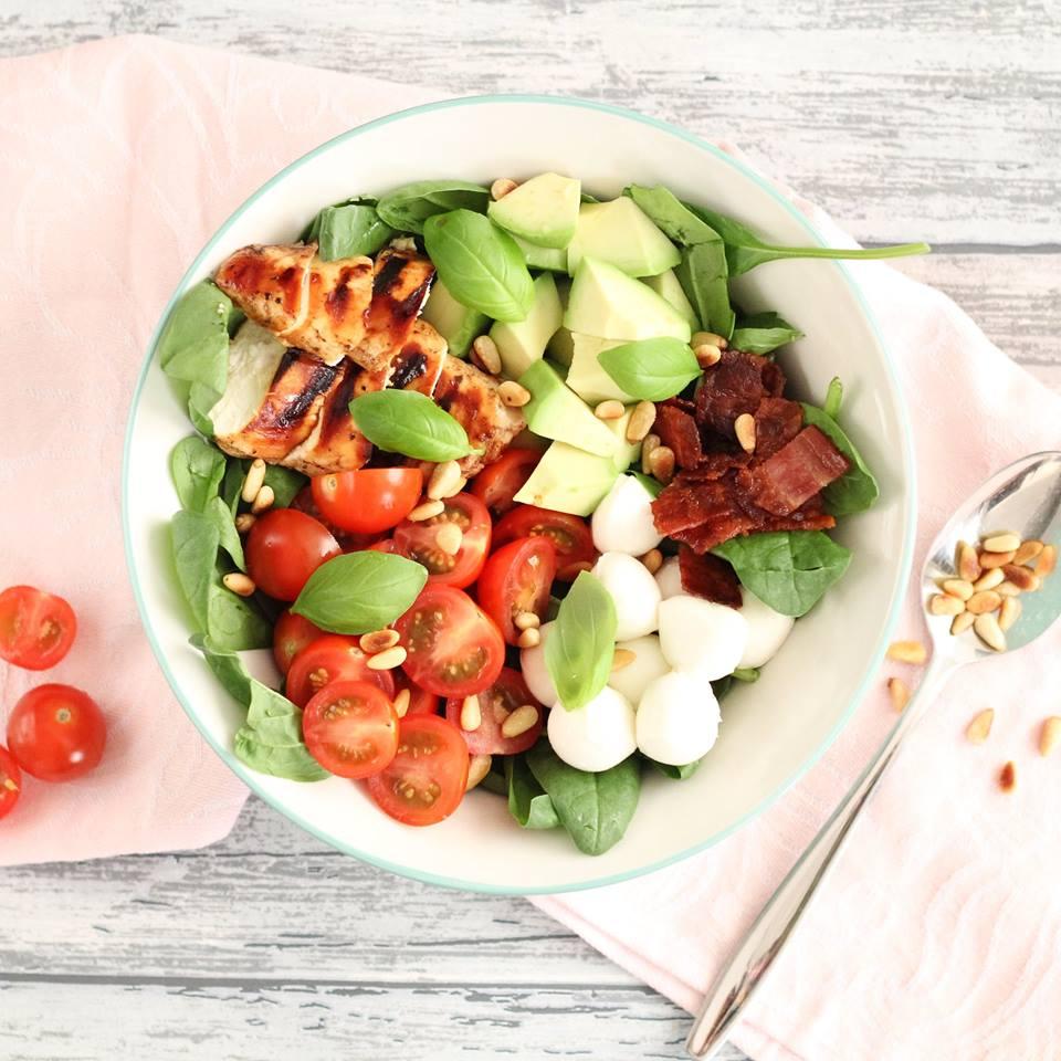 caprese-salade-bowl-met-kip