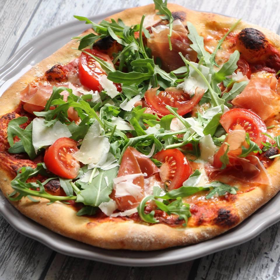 pizza-met-parmaham-eigen-gemaakt-pizzadeeg