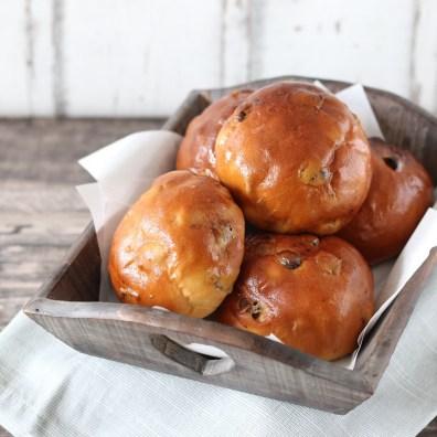 Krentenbollen - Brood uit eigen oven