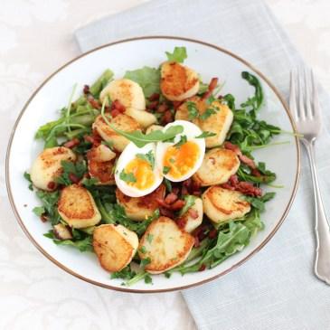 Maaltijdsalade met gebakken aardappels en sperziebonen