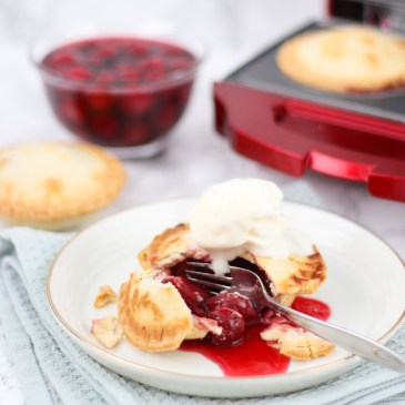 Cherry pie uit de Pie Maker