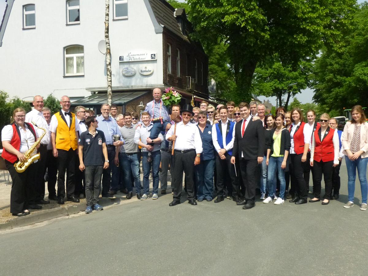 2016-05-26-Maibaumkoenig-Albert-Duessel-1200