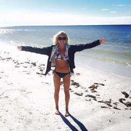 60 degrees, but no beach day shall be wasted! Florida is always hit or miss in the winter! - Stef Sanders @its_stef_with_a_f