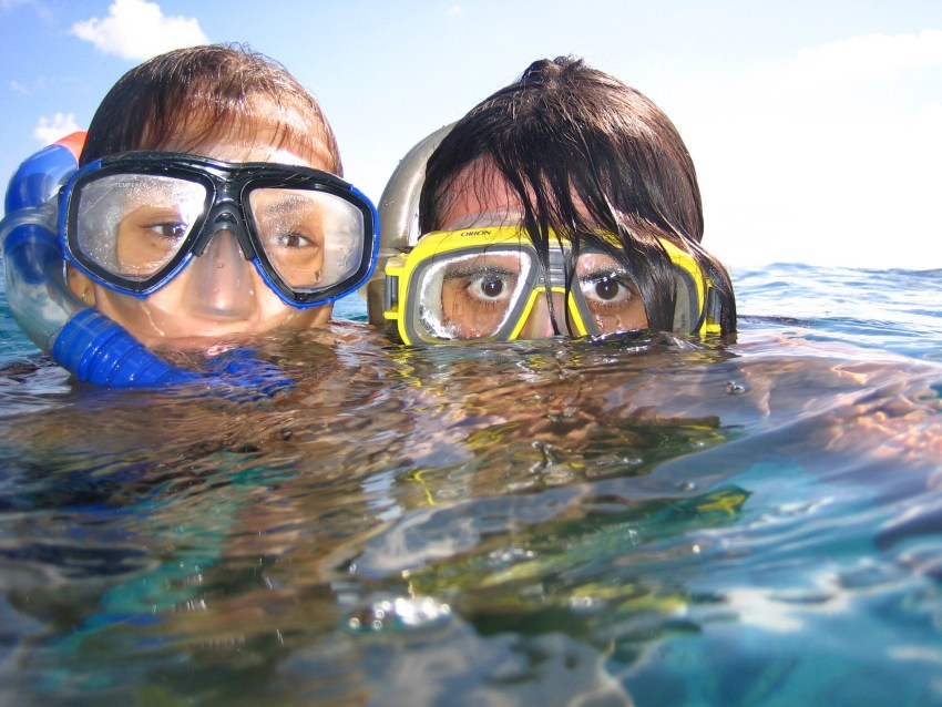 snorkeling in reef safe sunscreen