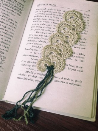 crochet-bookmark_white