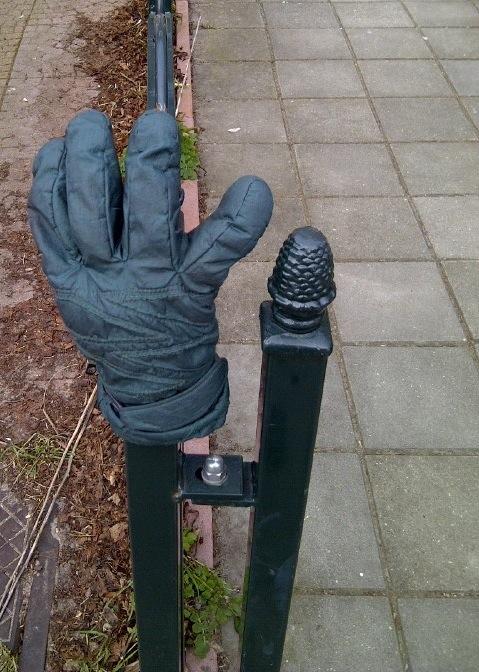 de in Hilversum gevonden groene handschoen