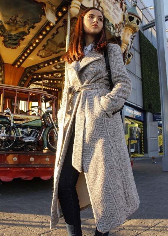 marikowskaya-street-style-deire-maxi-abrigo-5