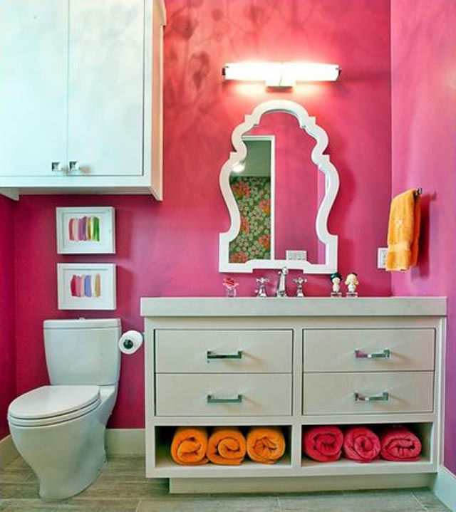 fancy wall paint and coordinating towels by greenbelthomesaustin