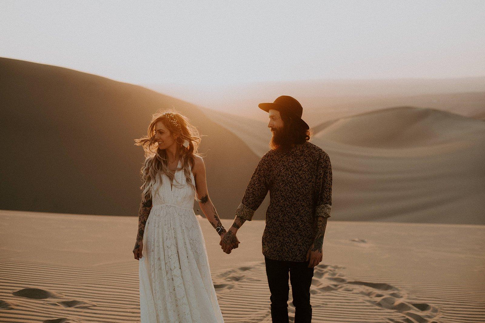 sol pareja desierto peru fotos