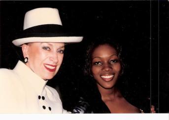 Aicha Rami et Geneviève de Fontenay, l'ancienne présidente du Comité Miss France