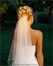classic-inspired wedding hairstyle