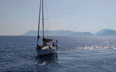 Fethiye Açıklarında Sürüklenen Tekne Ece Marinaya Çekildi