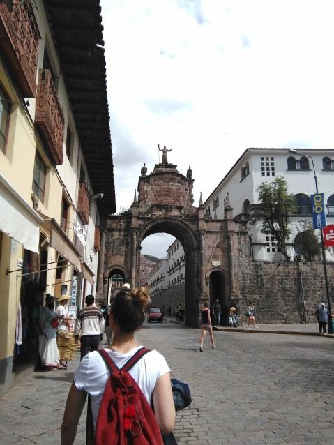 Walking around Cusco - Arco de Santa Clara