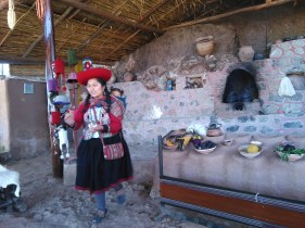 Chinchero, learning about the weaving process