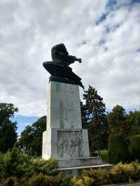 Statue honoring the French in their assistance in WWI