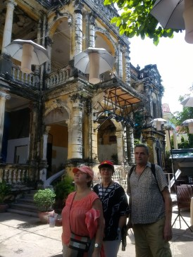 Family + mansions in Phnom Penh