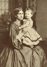 Photograph of Jane Morris with daughter May.
