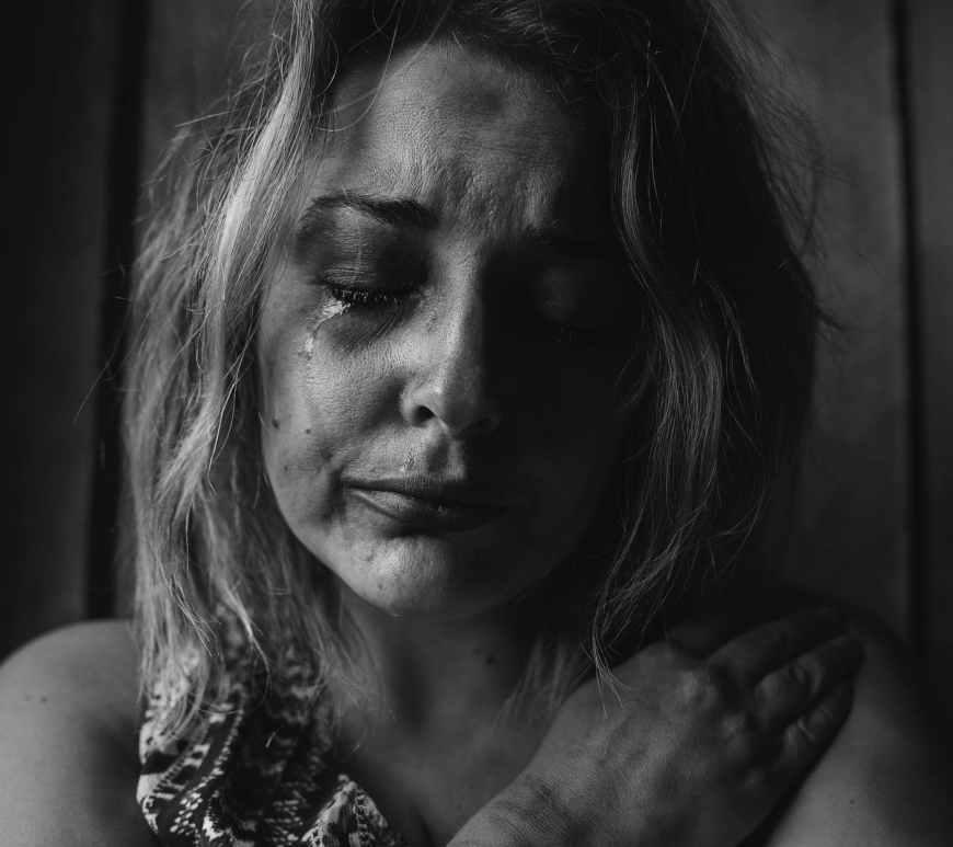 violence women, βία, κακοποίηση γυναικών, σεξουαλική κακοποίηση, χαμηλή αυτοεκτίμηση,