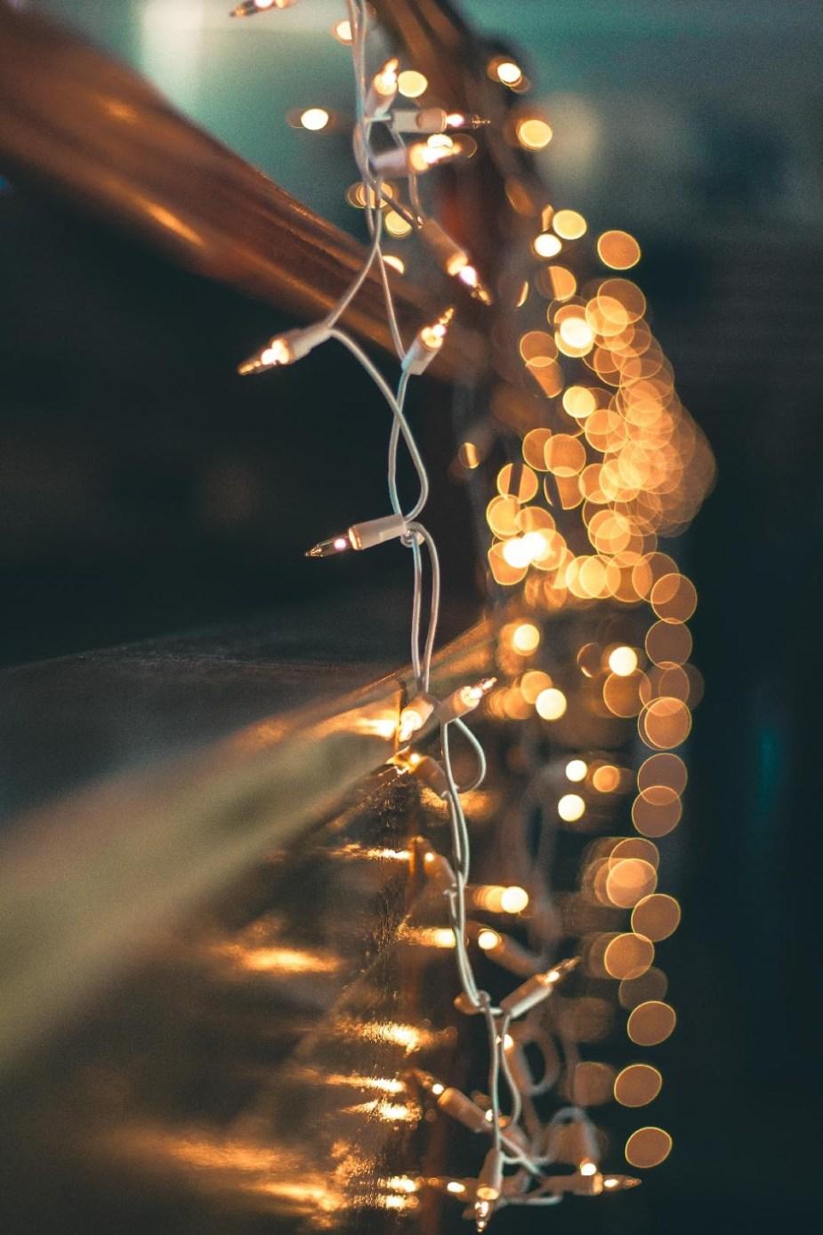 25 συμπόσιο Ποίησης (σκοτάδι-χριστούγεννα-φωτάκια)