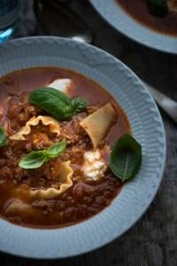 Lasagnesuppe. En nem og dejlig opskrift fra Marinas Mad