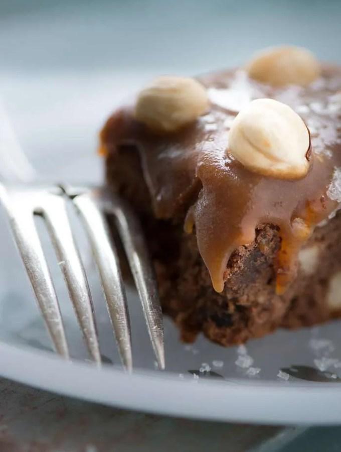 Opskrift på brownie med karamel