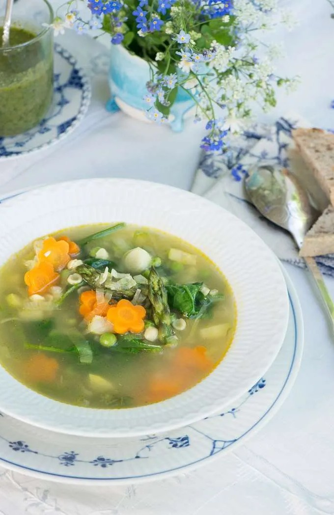 Minestrone Primavera: Vegetarisk forårs minestrone
