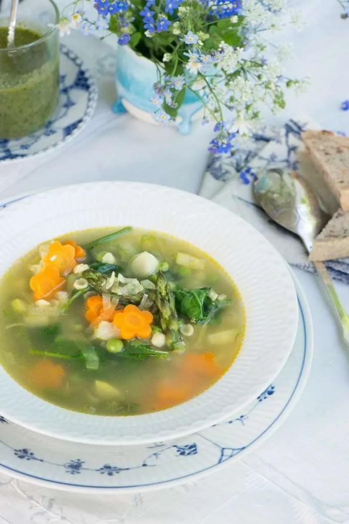 Vegetarisk minestrone. opskrift