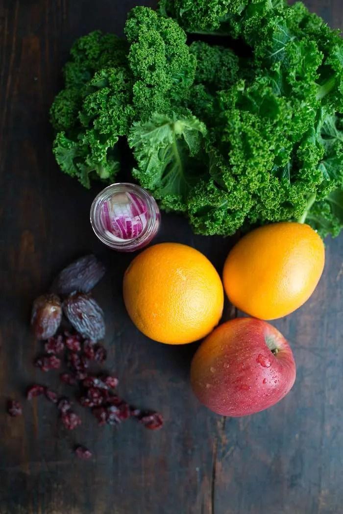 Grønkålsalat med æble og appelsin