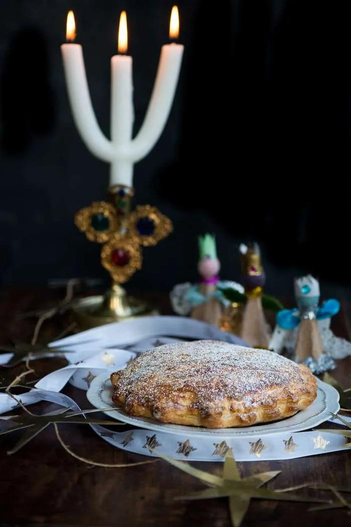 Opskrift på fransk helligtrekongerkage med frangipane og butterdej