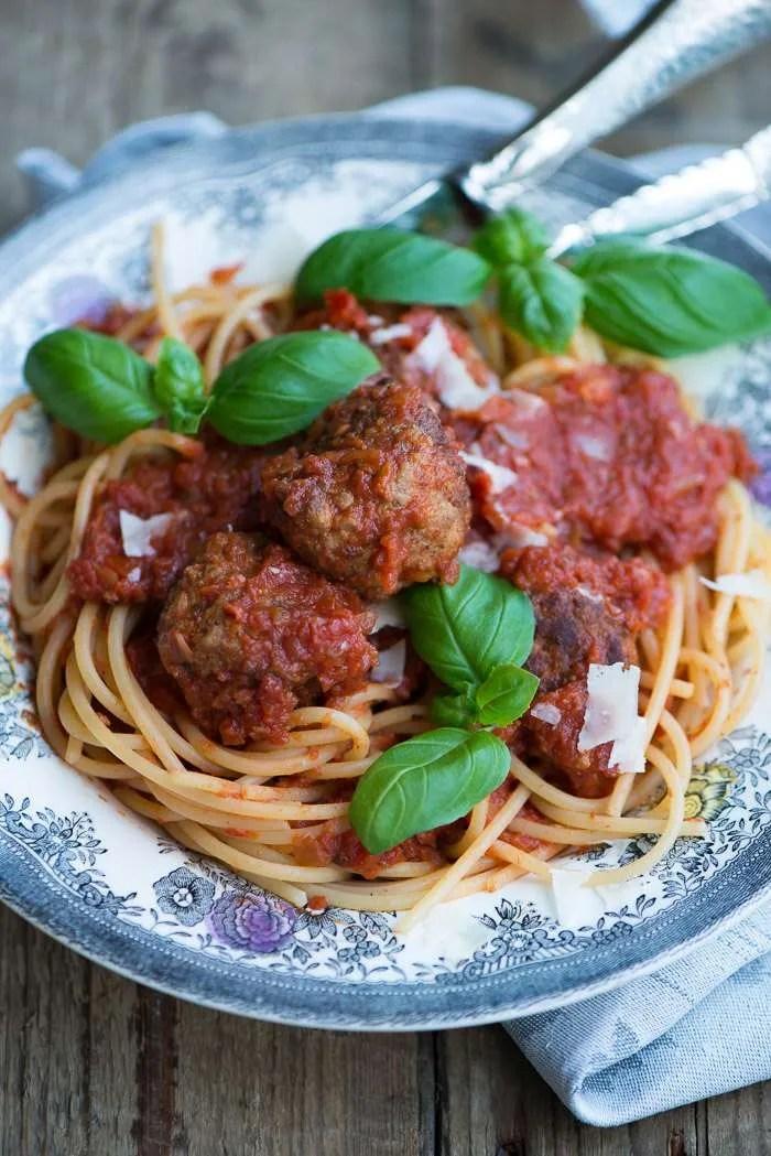 Lady og Vagabondens spaghetti med kødboller. En nem opskrift fra Marinas Mad