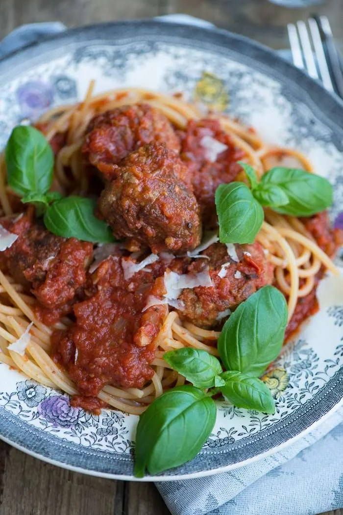 Opskrift på Lady og Vagabonden kødboller med spaghetti. En nem opskrift fra Marinas Mad