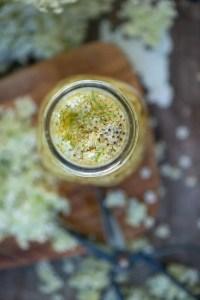 Kryddereddike med hyldeblomster. En opskrift fra Marinas Mad