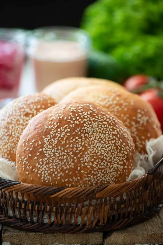 Hjemmelavede burgerboller, lette, luftige og bløde