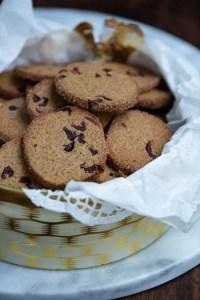 Nemme småkager med lakrids og tranebær